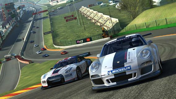 Real Racing 3 sur Android et iPhone / iPad